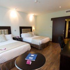 Отель Crowne Plaza Madrid Airport сейф в номере