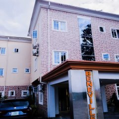 Beneville Hotel and Apartment Калабар парковка