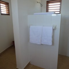 Отель Kudehya Guesthouse Ямайка, Треже-Бич - отзывы, цены и фото номеров - забронировать отель Kudehya Guesthouse онлайн ванная фото 2