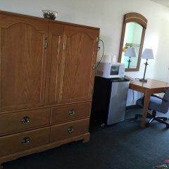 Отель 99 Palms Inn & Suites удобства в номере