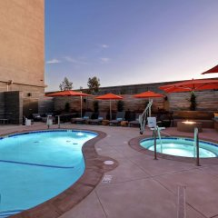 Отель Hampton Inn & Suites Los Angeles Burbank Airport Лос-Анджелес фото 12