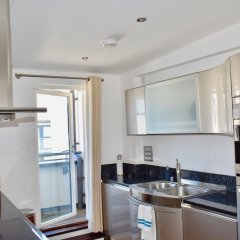 Отель Beautiful Flat With Balcony Near Brighton Beach Брайтон в номере