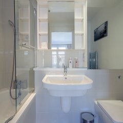 Отель 2 Bedroom House in Maida Vale With Balcony ванная фото 2