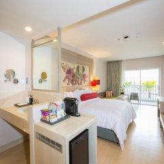 Отель Ramada by Wyndham Phuket Deevana Patong Стандартный номер с различными типами кроватей фото 2