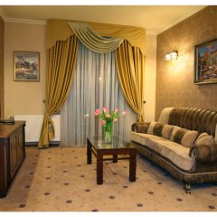 Гостиница Гранд-отель Пилипец Украина, Поляна - отзывы, цены и фото номеров - забронировать гостиницу Гранд-отель Пилипец онлайн комната для гостей фото 5