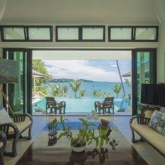 Отель Beach Front Luxury Villa Hai Leng Таиланд, пляж Панва - отзывы, цены и фото номеров - забронировать отель Beach Front Luxury Villa Hai Leng онлайн комната для гостей фото 5