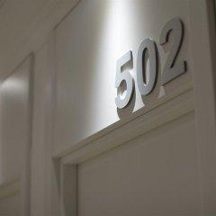 Отель NeoMagna Madrid сейф в номере