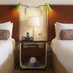 Отель Dream Inn Santa Cruz сейф в номере