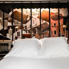 Cour Des Loges Hotel сейф в номере