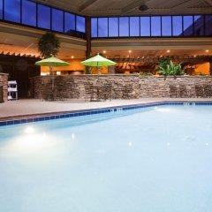 Отель Holiday Inn Bloomington Airport South Mall Area Блумингтон бассейн фото 2