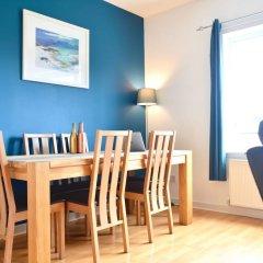 Отель Beautiful Edinburgh Flat With 2 Double Bedrooms Великобритания, Эдинбург - отзывы, цены и фото номеров - забронировать отель Beautiful Edinburgh Flat With 2 Double Bedrooms онлайн комната для гостей фото 2