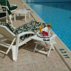 Le Royal Hotel бассейн