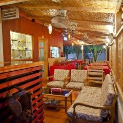 Отель Stingray Beach Inn гостиничный бар