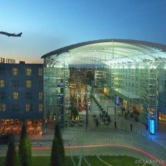 Отель Hilton Munich Airport Германия, Мюнхен - 7 отзывов об отеле, цены и фото номеров - забронировать отель Hilton Munich Airport онлайн спортивное сооружение