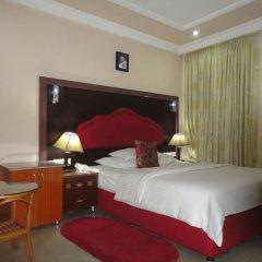 Отель SDM Tavern and Suites комната для гостей