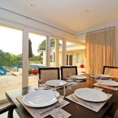 Отель Pattaya Sunset Villa 4 Bedroom Sleeps 8 в номере