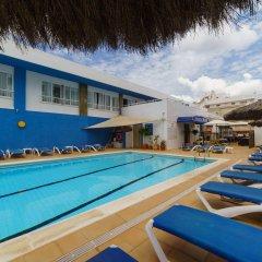 Отель Apartamentos Cel Blau бассейн