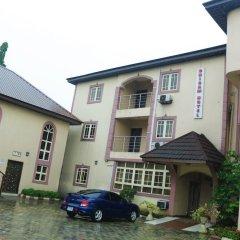 Отель Chisam Suites Annex парковка