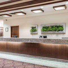 Отель Ramada Plaza & Conf Center by Wyndham Calgary Airport Канада, Калгари - отзывы, цены и фото номеров - забронировать отель Ramada Plaza & Conf Center by Wyndham Calgary Airport онлайн интерьер отеля