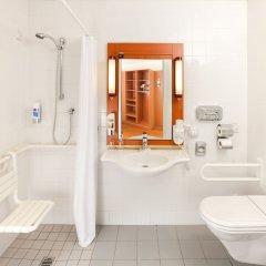 Отель Star Inn Hotel Salzburg Zentrum, by Comfort Австрия, Зальцбург - 7 отзывов об отеле, цены и фото номеров - забронировать отель Star Inn Hotel Salzburg Zentrum, by Comfort онлайн ванная