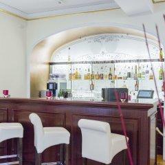 Отель Heliopark Bad Hotel Zum Hirsch Германия, Баден-Баден - 3 отзыва об отеле, цены и фото номеров - забронировать отель Heliopark Bad Hotel Zum Hirsch онлайн гостиничный бар