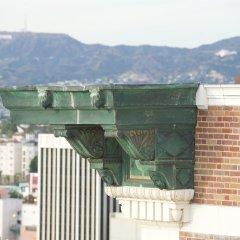Отель The Mayfair Hotel Los Angeles США, Лос-Анджелес - 9 отзывов об отеле, цены и фото номеров - забронировать отель The Mayfair Hotel Los Angeles онлайн балкон