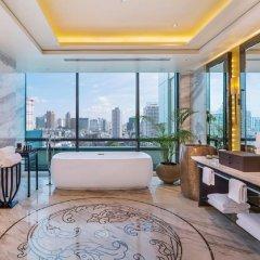 Отель Siam Kempinski Hotel Bangkok Таиланд, Бангкок - 1 отзыв об отеле, цены и фото номеров - забронировать отель Siam Kempinski Hotel Bangkok онлайн ванная