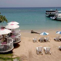 Shaw Park Beach Hotel пляж