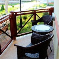 Гостиница Платан Rezort (Витязево) в Витязево отзывы, цены и фото номеров - забронировать гостиницу Платан Rezort (Витязево) онлайн балкон