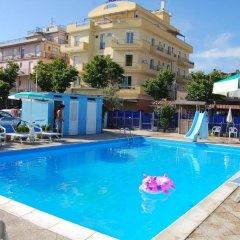 Отель Residence Record Римини бассейн
