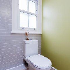 Отель Veeve - Parliament Hill Townhouse Великобритания, Лондон - отзывы, цены и фото номеров - забронировать отель Veeve - Parliament Hill Townhouse онлайн ванная