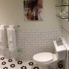 Отель The Hotel Hollywood США, Лос-Анджелес - отзывы, цены и фото номеров - забронировать отель The Hotel Hollywood онлайн ванная