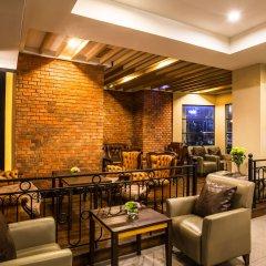 Отель Bangkok Cha-Da Hotel Таиланд, Бангкок - отзывы, цены и фото номеров - забронировать отель Bangkok Cha-Da Hotel онлайн гостиничный бар