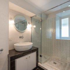 Отель Charming 2bed Apt Overlooking Duomo Италия, Флоренция - отзывы, цены и фото номеров - забронировать отель Charming 2bed Apt Overlooking Duomo онлайн ванная