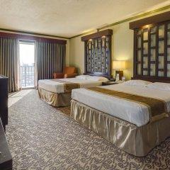 Отель Bayview Тамунинг сейф в номере