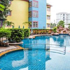 Отель Mike Garden Resort бассейн