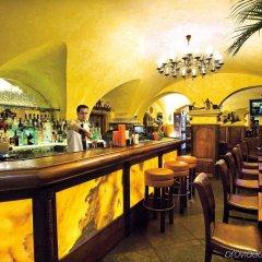 Отель U Zlateho Stromu Прага гостиничный бар
