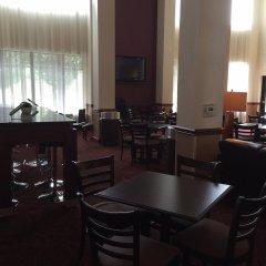 Отель Holiday Inn Express Hotel & Suites Columbus Univ Area - Osu США, Колумбус - отзывы, цены и фото номеров - забронировать отель Holiday Inn Express Hotel & Suites Columbus Univ Area - Osu онлайн гостиничный бар