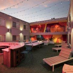 Отель The Kinney Venice Beach гостиничный бар