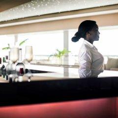 Отель Pullman Kinshasa Grand Hotel Республика Конго, Киншаса - отзывы, цены и фото номеров - забронировать отель Pullman Kinshasa Grand Hotel онлайн гостиничный бар