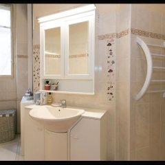 Отель Appartement Champs Elysées Париж ванная