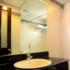 Отель Hoang Vinh Hotel Вьетнам, Хошимин - отзывы, цены и фото номеров - забронировать отель Hoang Vinh Hotel онлайн ванная