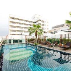 Отель Sunshine Hotel And Residences Таиланд, Паттайя - 7 отзывов об отеле, цены и фото номеров - забронировать отель Sunshine Hotel And Residences онлайн бассейн фото 3