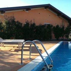 Отель Residence Boschetti Манерба-дель-Гарда бассейн фото 2