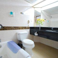 Overseas Chinese Friendship Hotel ванная