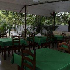 Отель French Garden Tourist Rest Анурадхапура питание фото 2