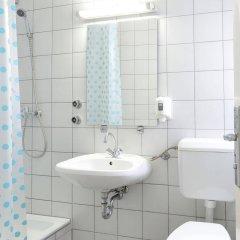 Отель Marco Polo Top Hostel Венгрия, Будапешт - 14 отзывов об отеле, цены и фото номеров - забронировать отель Marco Polo Top Hostel онлайн ванная фото 2