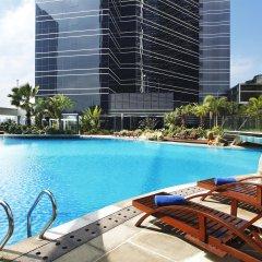 Отель Sheraton Shenzhen Futian Hotel Китай, Шэньчжэнь - отзывы, цены и фото номеров - забронировать отель Sheraton Shenzhen Futian Hotel онлайн бассейн фото 2