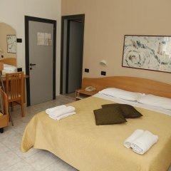 Hotel Villa Dina Римини сейф в номере