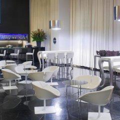 Crowne Plaza Tel Aviv City Center Израиль, Тель-Авив - 9 отзывов об отеле, цены и фото номеров - забронировать отель Crowne Plaza Tel Aviv City Center онлайн гостиничный бар